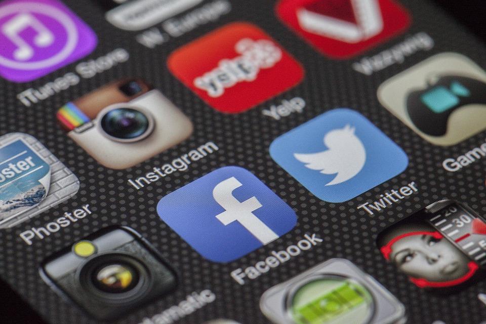 Dedeler Facebook, Torunlar Instagram Kullanıyor